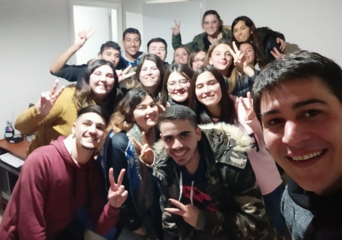 Martín Carnaghi en un encuentro con jóvenes
