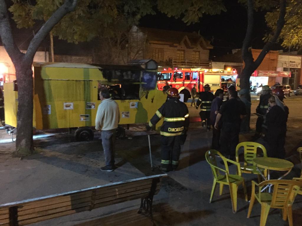 Se incendió un carrito en Plaza 5 de agosto