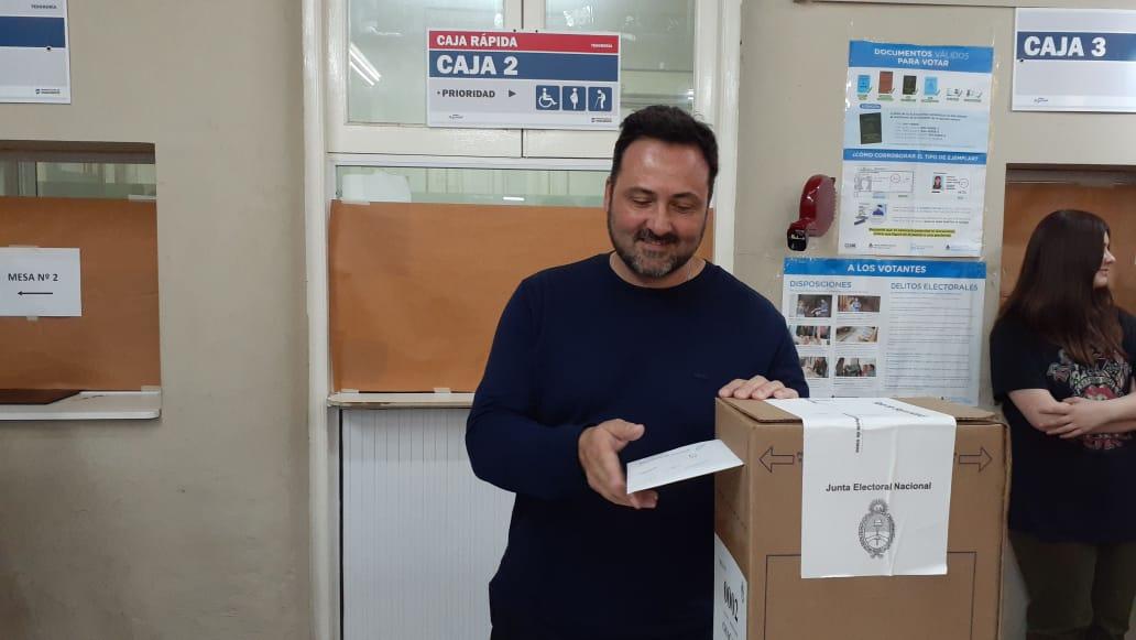 Ya votó Victor Aiola