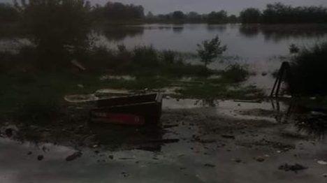 TEMPORAL | Una familia quedó atrapada por la inundación y necesitan ayuda