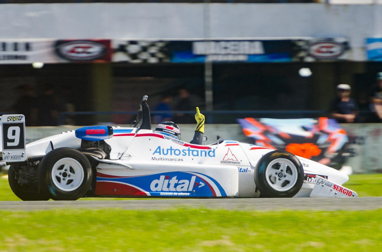 """El """"Teti"""" pisó el acelerador   Dos triunfos y punta del campeonato"""