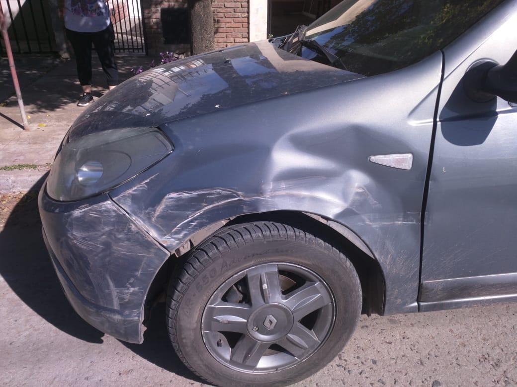 Pide ayuda para encontrar a quien le chocó el auto