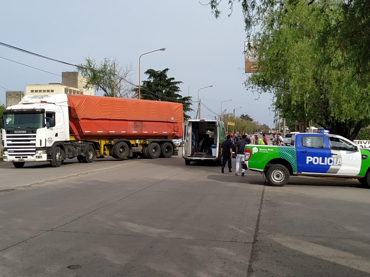 Fuerte colisión entre Camión y moto