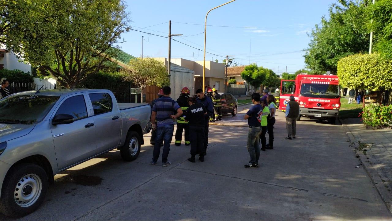 Sirena   Colisionó contra una camioneta y se prendió fuego