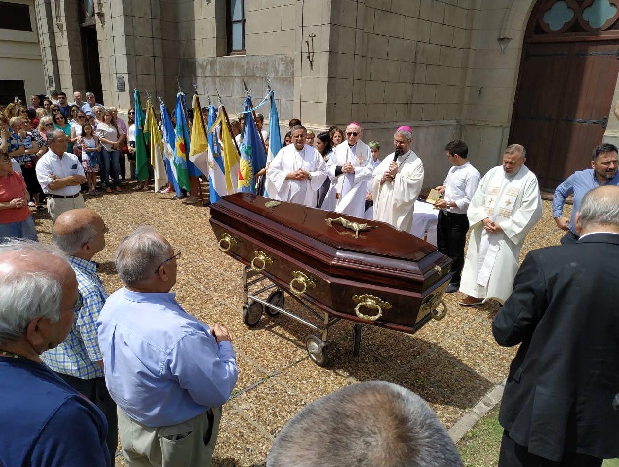 Trasladaron a la Iglesia los restos de Eduardo Ceres