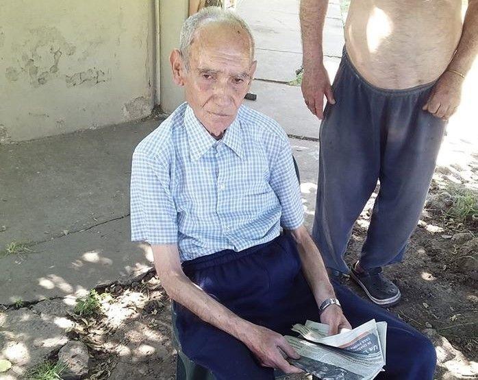 Se descompuso un abuelo y buscan a su familia