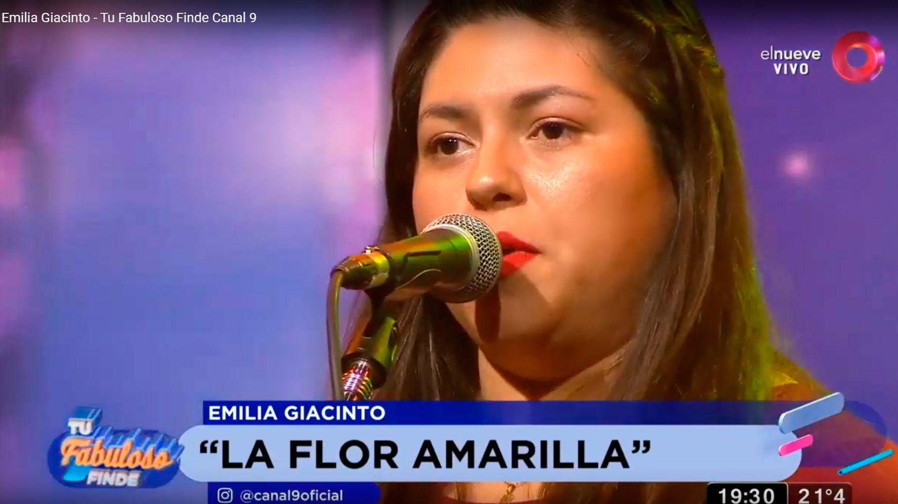 """Emilia Giacinto cantó en el programa """"Tu Fabuloso Finde"""" de canal 9"""