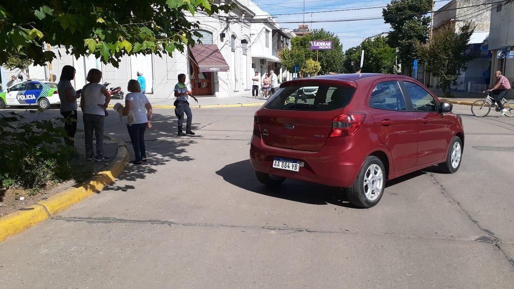 Fuerte colisión entre dos vehículos